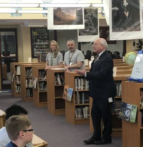 Rep. Tonko speaks to children in the library