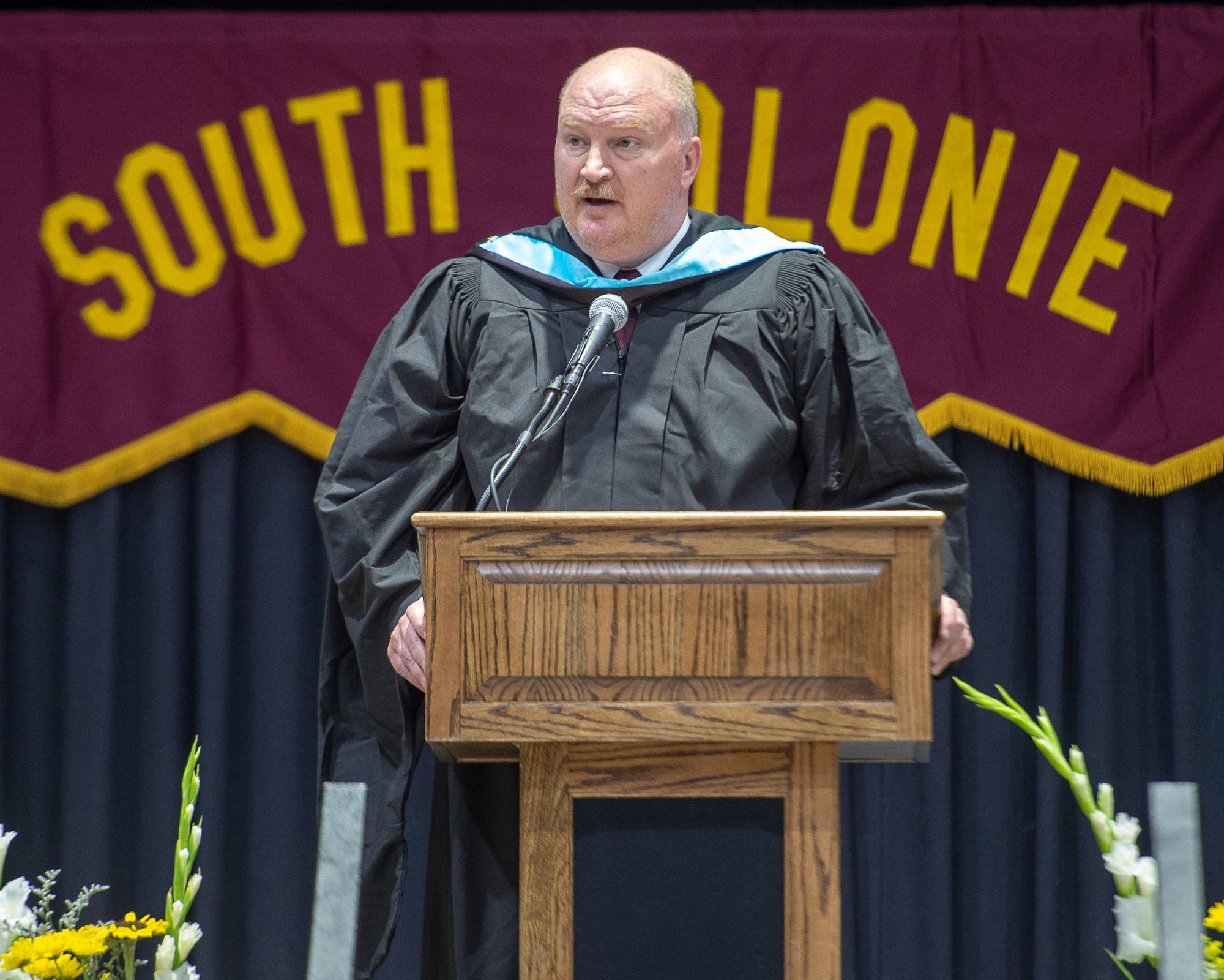 Jon Buhner speaks at graduation